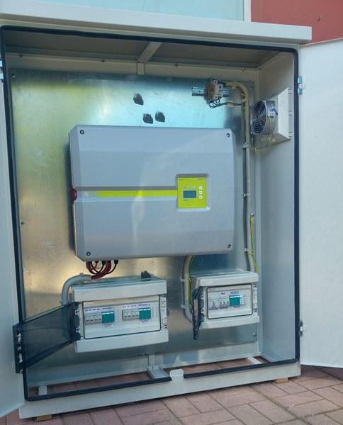 Προκαλωδιωμένος πίνακας φωτοβολταϊκού με ινβέρτερ και πίνακες AC και DC