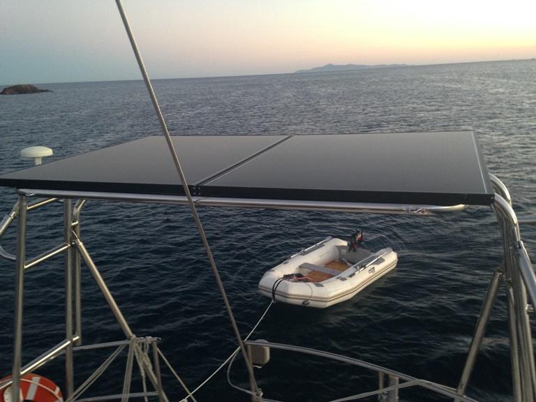 Φωτοβολταϊκά πάνελ Solar Frontier σε αυτόνομο φωτοβολταϊκό σε σκάφος