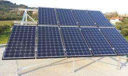 Φωτοβολταϊκά πάνελ σε αυτόνομο φωτοβολταϊκό