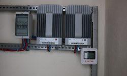 Πίνακας AC, ρυθμιστές φόρτισης MPPT, remote controler - display meter ΜΤ-50