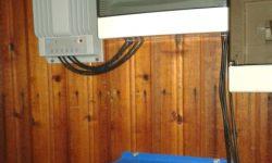 Ινβέρτερ καθαρού ημιτόνου, ρυθμιστής φόρτισης MPPT και πίνακας AC-DC