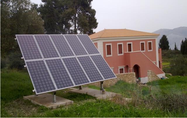 Φωτοβολταϊκά πάνελ σε αυτόνομο ενεργειακά σπίτι