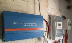 Ινβέρτερ καθαρού ημιτόνου αυτόνομων φωτοβολταϊκών, ρυθμιστής φόρτισης MPPT, πίνακας με ασφάλειες