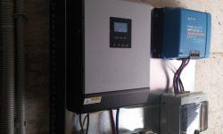 Ινβέρτερ καθαρού ημιτόνου 3000 με φορτιστή μπαταριών, ρυθμιστής φόρτισης τεχνολογίας MPPT, πίνακας DC με ασφάλειες, ασφάλεια μπαταρίας