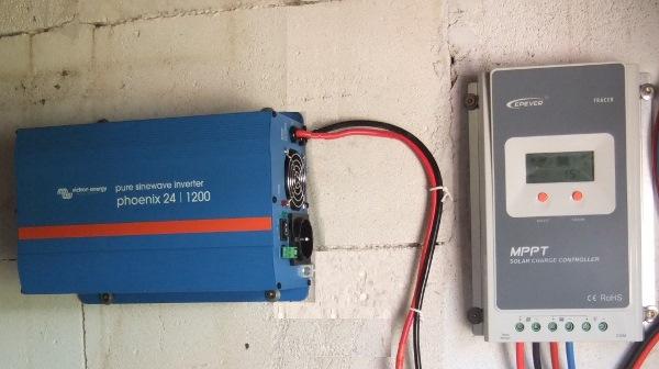 Αντιστροφέας τάσης αυτόνομων φωτοβολταϊκών Victron 1200, ηλιακός φορτιστής EPSolar MPPT 4210A