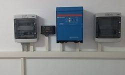 Ινβέρτερ Victron Multiplus 5000-48, ρυθμιστής φόρτισης EPSolar VS4048, πίνακες AC και DC