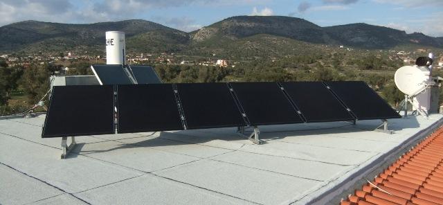 Φωτοβολταϊκά πάνελ υψηλής παραγωγής σε αυτόνομο φωτοβολταϊκό στην Αττική