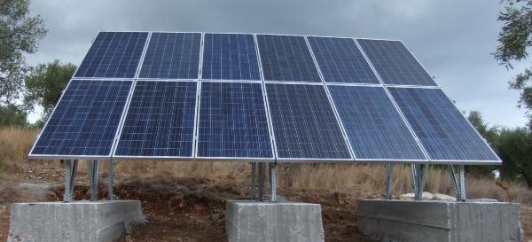 Φωτοβολταϊκά πάνελ σε αυτόνομο φωτοβολταϊκό στην περιοχή Κορώνης Μεσσηνίας