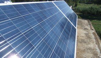 Φωτοβολταϊκά πάνελ σε αυτόνομο φωτοβολταϊκό για πολλές κάμερες και καταγραφικό στη Ζάκυνθο
