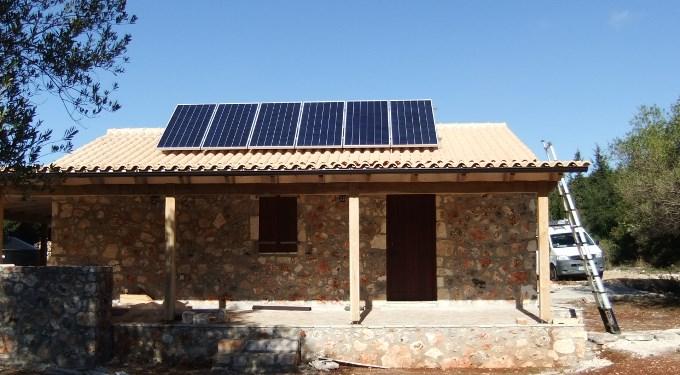 Αυτόνομο φωτοβολταϊκό στην Κεφαλονιιά σε εξοχική κατοικία