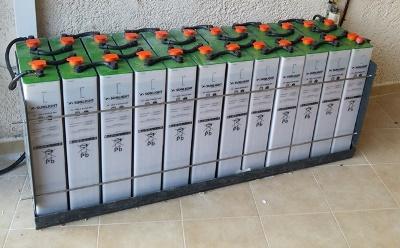 Είκοσι τέσσερις μπαταρίες βαθειάς εκφόρτισης 2V SOPzS