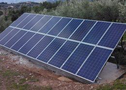 Φωτοβολταϊκά πάνελ σε αυτόνομο φωτοβολταϊκό στην Εύβοια