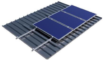 Βάσεις αλουμινίου φωτοβολταϊκών σε βιομηχανική στέγη (πάνελ πολυουρεθάνης)
