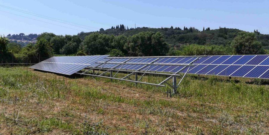 φωτοβολταϊκό πάρκο 100kW πάνελς και βάσεις