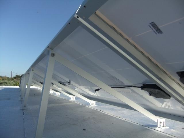 Φωτοβολταϊκό net metering σε επιχείρηση στη Αμαλιάδα με βάσεις από ανοδιωμένο αλουμίνιο