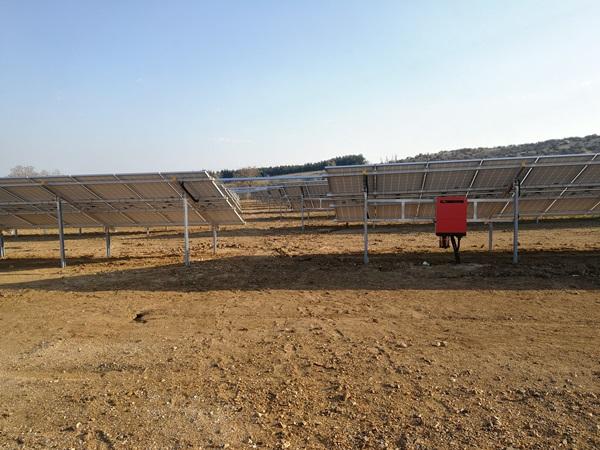 Πιστοποιημένες βάσεις στήριξης φωτοβολταϊκών από αλουμίνιο υψηλής αντοχής σε πάρκο 500kW